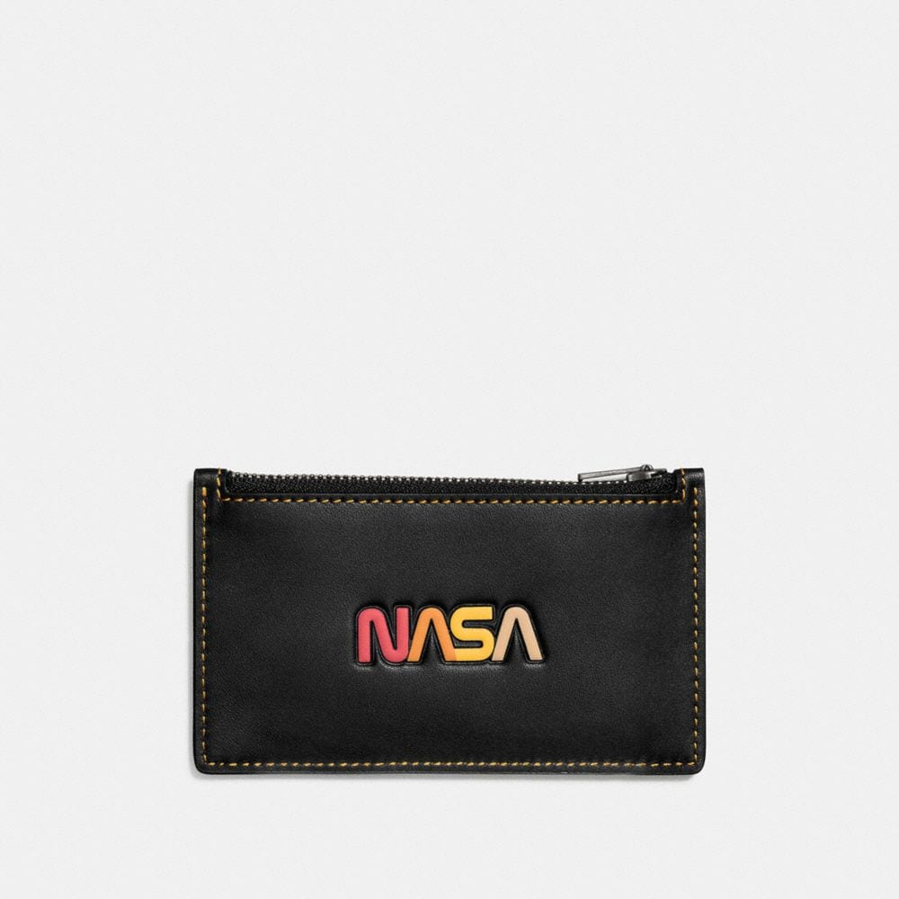 ZIP CARD CASE IN GLOVETANNED LEATHER WITH EMBOSSED SPACE