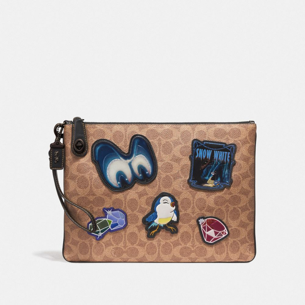 WRISTLET 30 À FERMOIR TURNLOCK DISNEY X COACH EN PATCHWORK EXCLUSIF