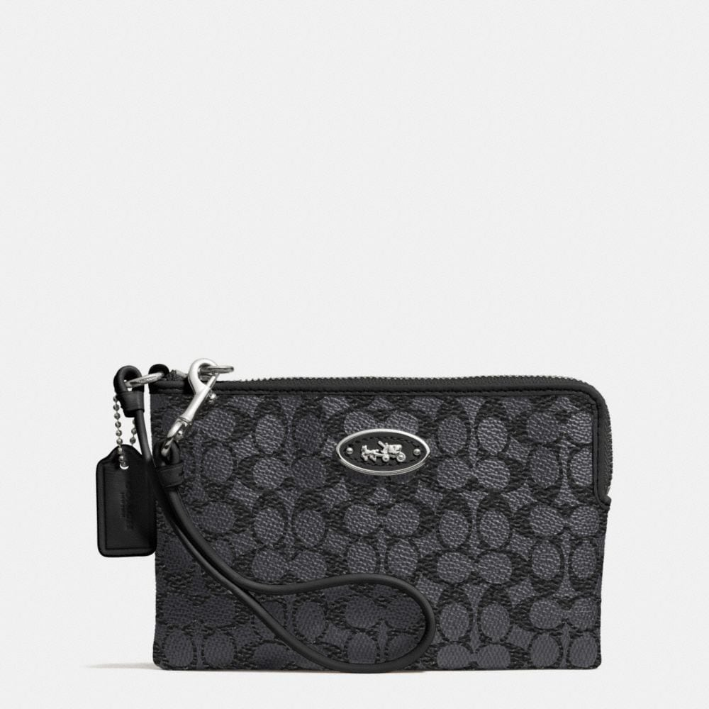 CORNER ZIP WRISTLET IN EMBOSSED SIGNATURE CANVAS