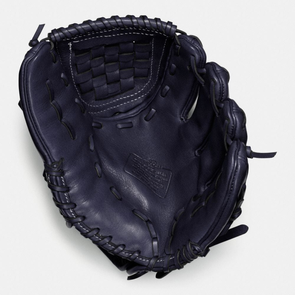 LEATHER CHILD BASEBALL GLOVE