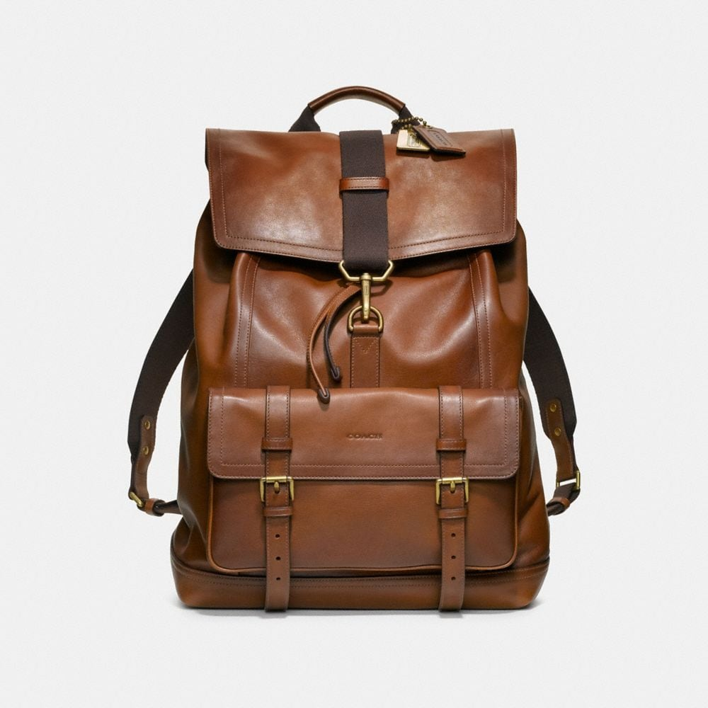 Choose our bags for men in neutral colors for office purposes, business meetings, or conferences. For vacations and getaways, our large bags are a great choice. We also have stylish men's wallets to keep your essentials safe and secure.