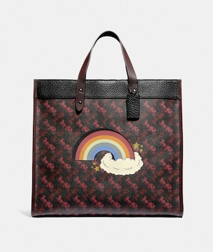 FIELD TOTE 40 WITH HORSE AND CARRIAGE PRINT AND RAINBOW