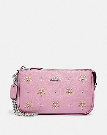 LARGE WRISTLET 19 WITH ALLOVER STUDS