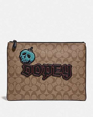 DISNEY X COACH IN SIGNATURE CANVAS WITH DOPEY
