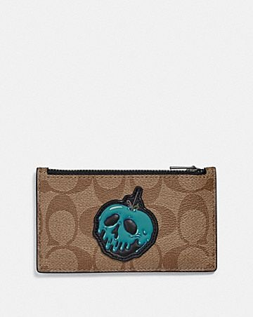 DISNEY X COACH ZIP CARD CASE IN SIGNATURE CANVAS WITH SNOW WHITE AND THE SEVEN DWARFS PATCH