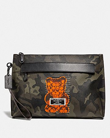 CARRYALL POUCH WITH CAMO PRINT AND VANDAL GUMMY